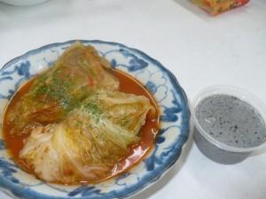 ロールキャベツと、豆腐と豆乳で作った黒ごまプリンが完成♪